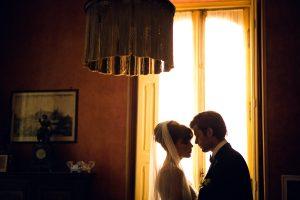 dal servizio fotografico di matrimonio un ritratto elegante in villa