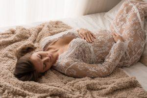 bella donna in dolce attesa abito in pizzo