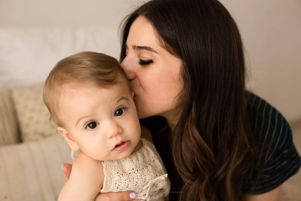 mamme e figlia bacio