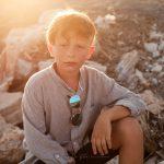 ritratto di bambino 10 anni al tramonto