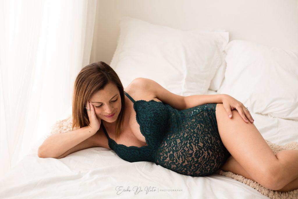 donna in gravidanza ritratto elegante studio fotografico milano