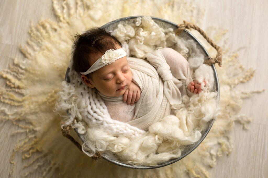 studio fotografico realizza fotografie di neonati e famiglia a milano