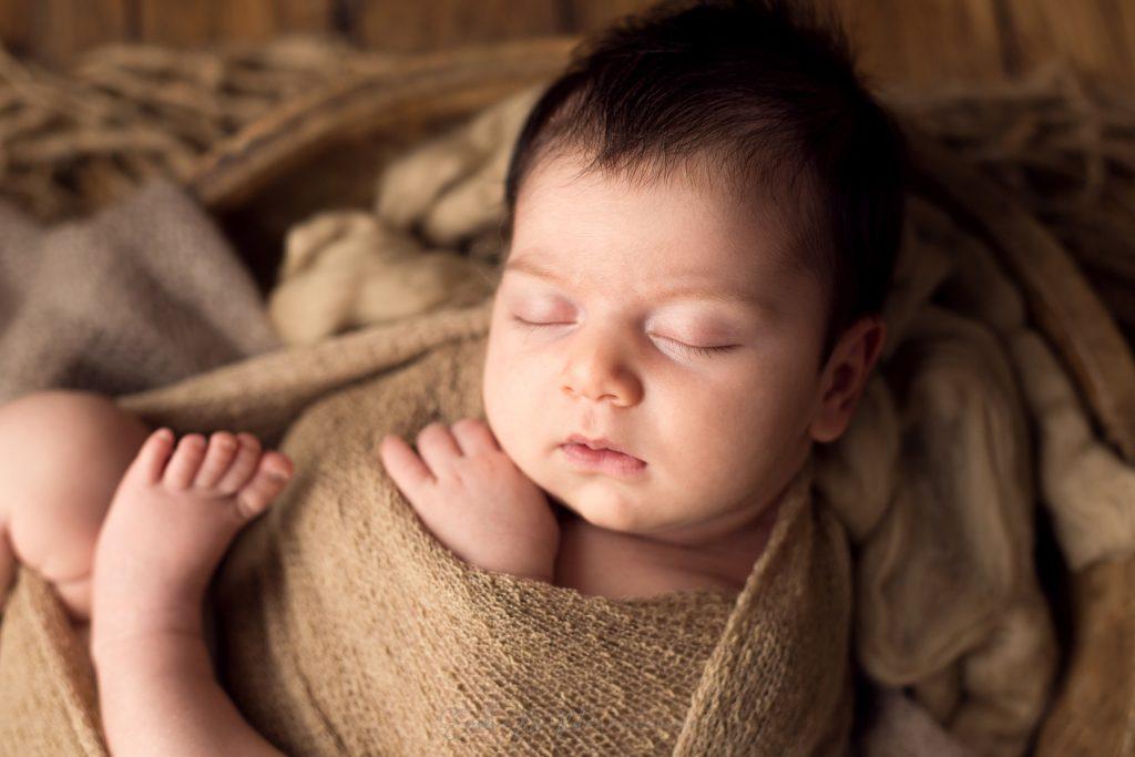 ritratto in studio fotografico di neonata