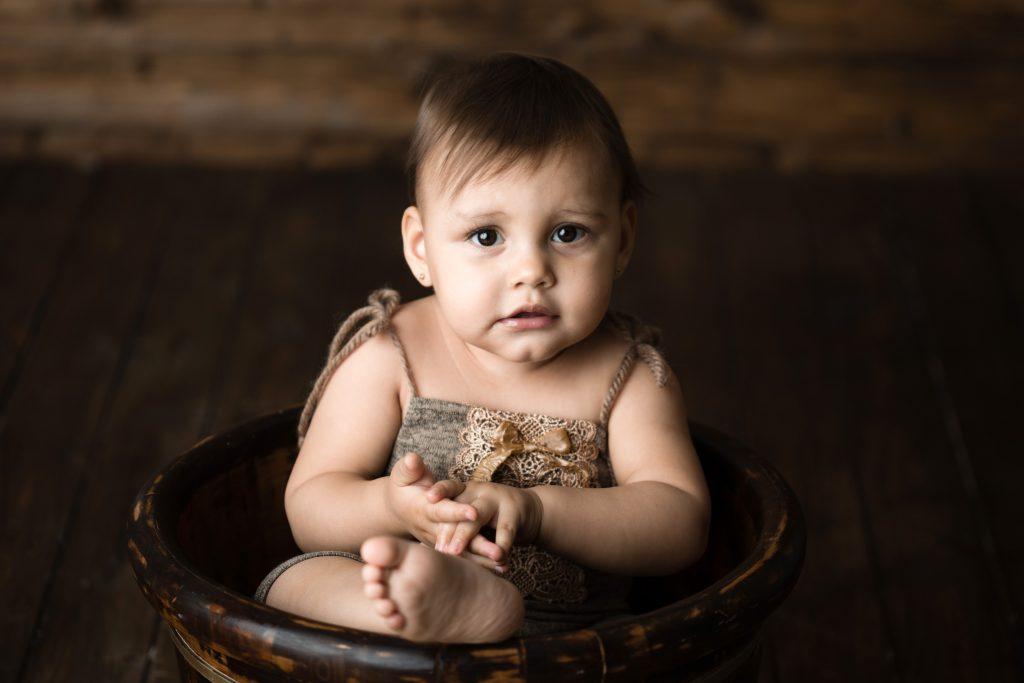 bambina di 12 mesi ritratto in studio fotografico