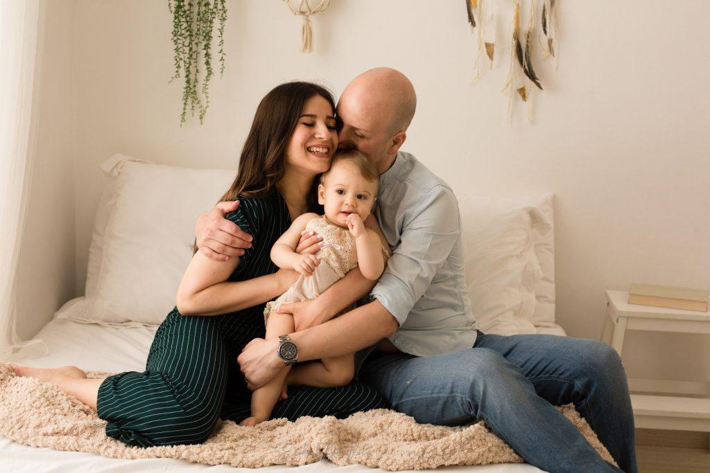 genitori con figlia un anno