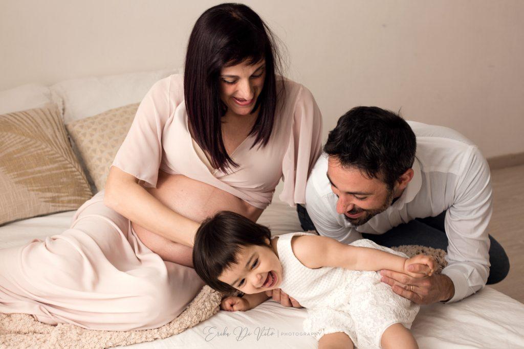 famiglia in attesa del secondo figlio