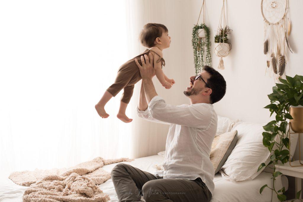 ritratto di famiglia e bambino in studio