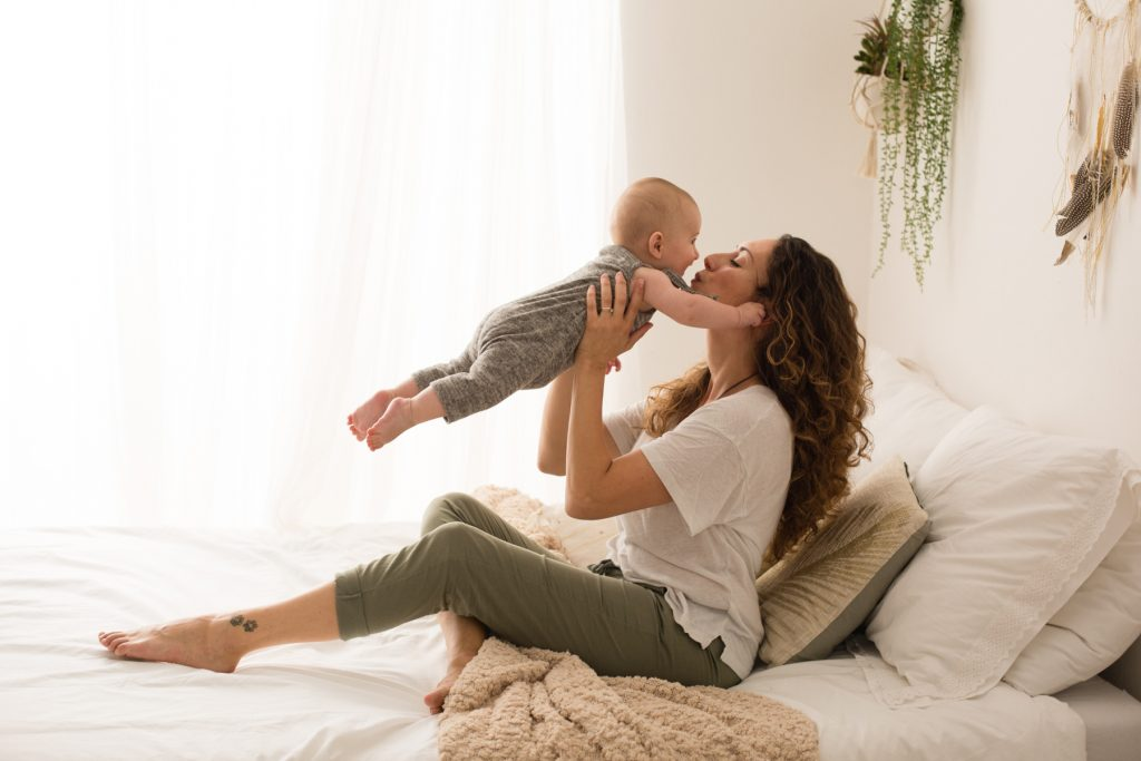 mamma e bebe bacio