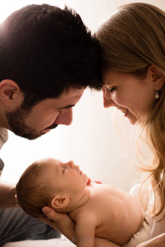 2 mesi bebè con i genitori