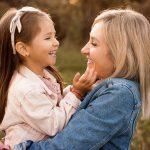 fotografo mamma e figlia al parco