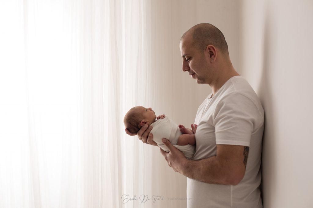ritratto di famiglia neonato e padre