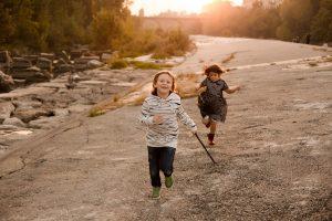 bambini giocano corrono autunno cassano milano