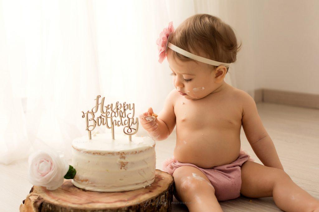 ritratto in studio fotografico bambina primo compleanno