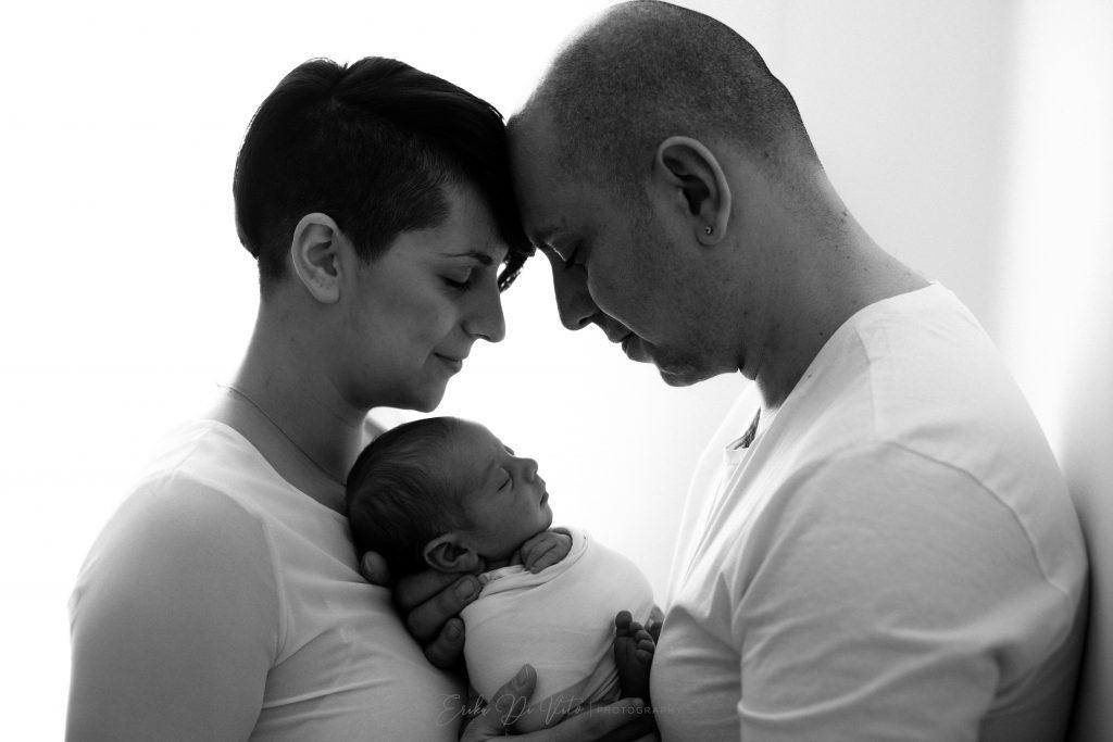 ritratto di famiglia neonato e genitori