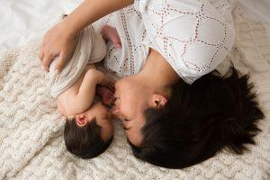 mamma e neonato letto