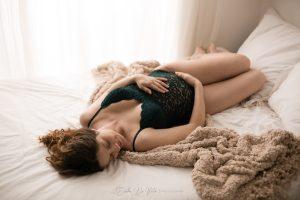 studio fotografico realizza ritratti di donna in gravidanza a milano