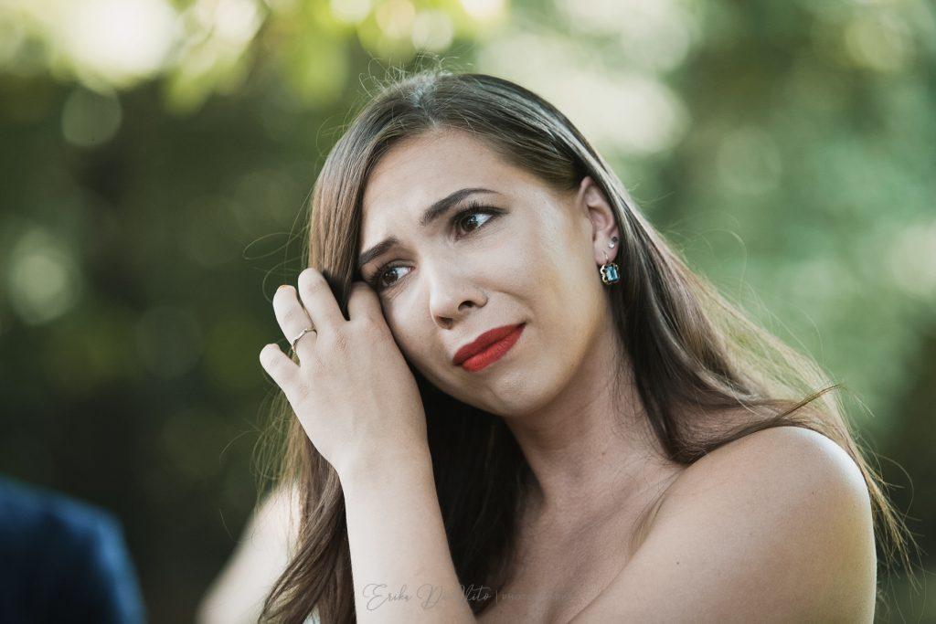 sposa emozione piange cerimonia giardino