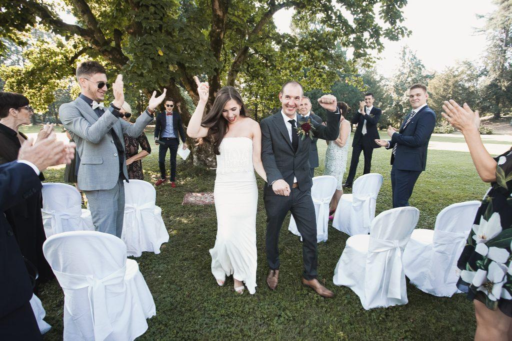 uscita cerimonia sposi felici